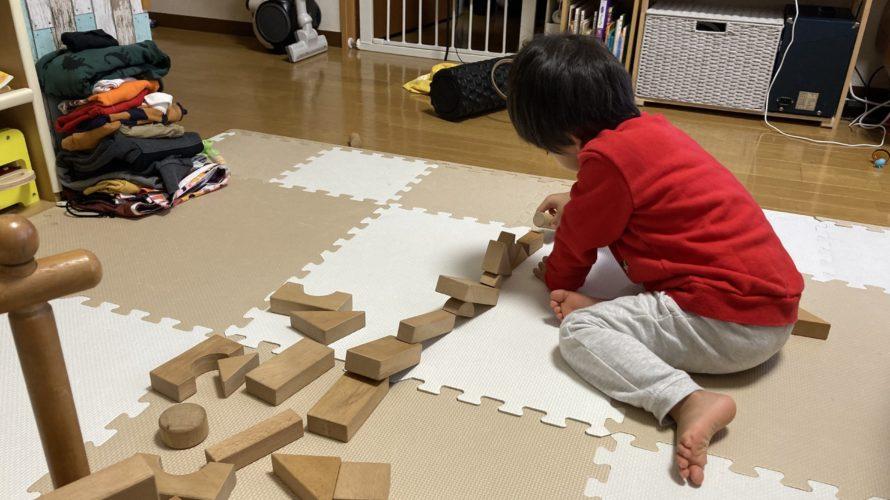2020.12.13(Sun) 積木で遊ぶ息子