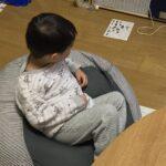2021.01.20(Wed) 洗濯機に服を入れる息子